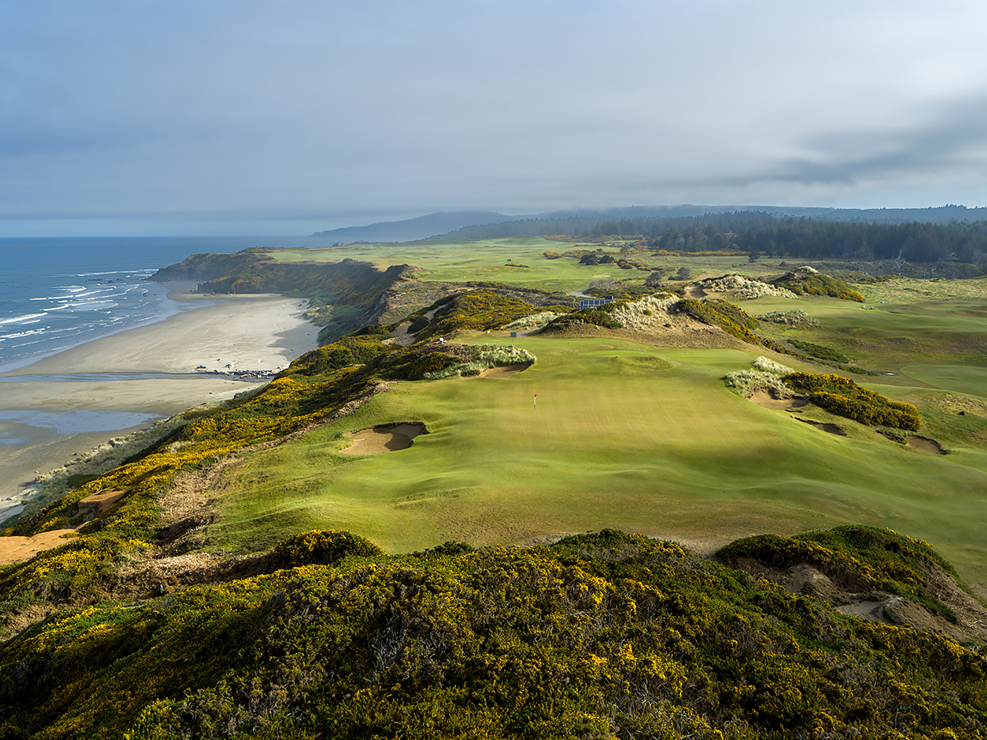 The green at the par-4 7th was created by cutting down a ridge that was originally 15 feet higher, so that golfers would be able to play up to the edge of the ocean.